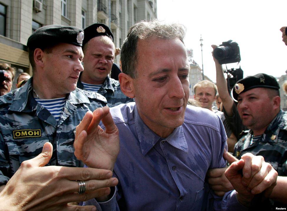 """При этом Тэтчелл был задержан милицией """"за участие в незаконной акции"""""""