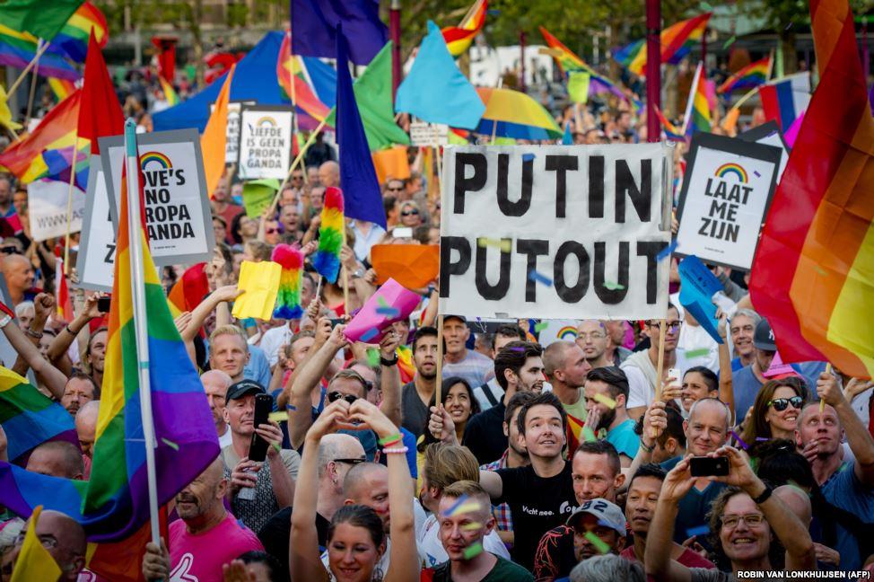 В разных странах проходят акции в поддержку российского ЛГБТ-сообщества