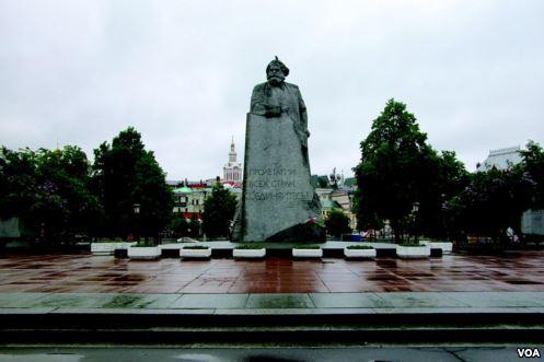 Евгений Фикс. Свердловская площадь (фотокнига «Москва»)